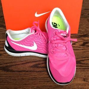 Nike Free 4.0 lightweight running shoes